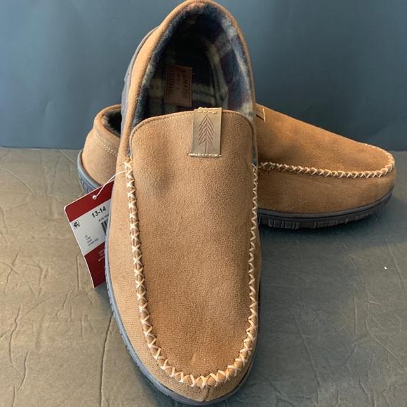 Men's slippers size 13-14 wide width NWT